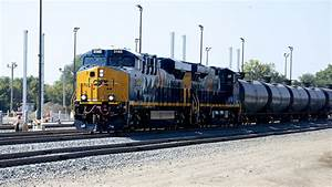 Feds issue new oil train safety rules | StateImpact ...