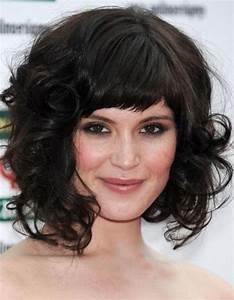 30 Cute Styles Featuring Curly Hair with Bangs - Fave ...