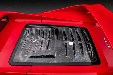 Bref, il n'empêche que la f50 qui débarque, ya pas que les cheveux qu'elle va vous dresser… son v12 de 4,7 l déploie ses pistons et ses 60 soupapes pour laisser chanter les 520 ch canassons à plus de 8500 trs… une véritable symphonie mécanique libérée qui résonne le long des hauts buildings. Tiff Needell Reviews Rare Ferrari F50, Is Rightfully ...