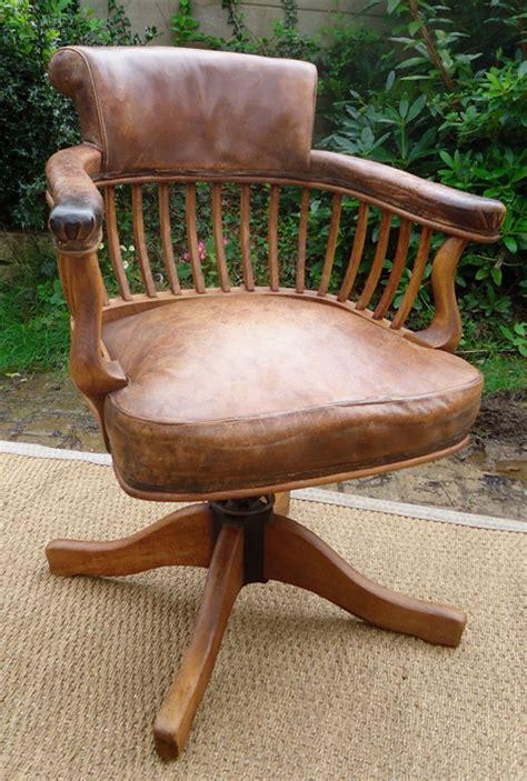 fauteuil bureau cuir bois fauteuil de bureau ancien pivotant bois assise ety dossier cuir