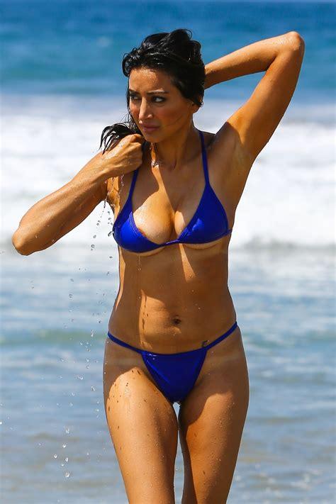 katharina nesytowa sexy noureen dewulf in a blue bikini at the beach in santa
