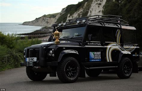 land rover defender loved  drivers   queen
