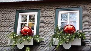 Weihnachtsdeko Vor Haustür : weihnachtsdeko hauseingang tipps f r stimmungsvolle dekoration vor der haust r ~ Frokenaadalensverden.com Haus und Dekorationen