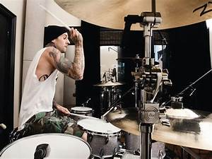 Travis Barker's drum setup: Blink-182/solo drummer's kit ...