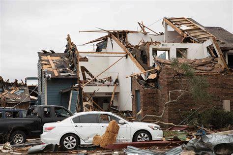 พายุทอร์นาโดถล่มสหรัฐฯ คร่าแล้วไม่ต่ำกว่า 44 ศพ