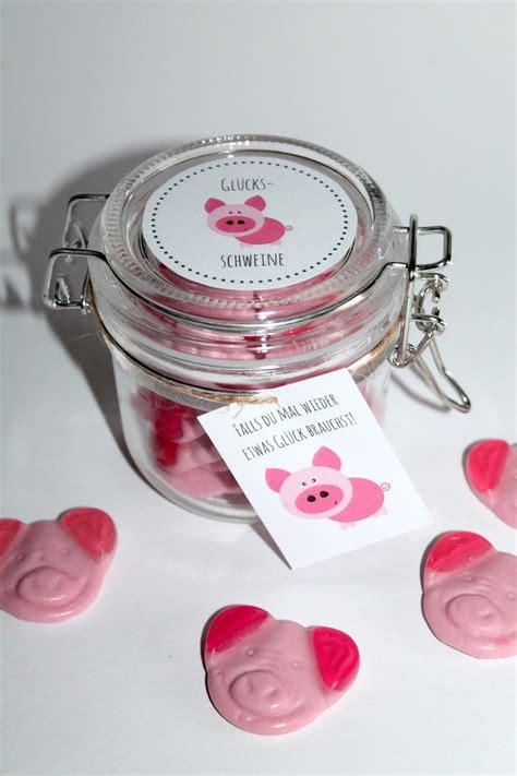 diy selbstgemachte geschenke aus dem glas gluecksschweine