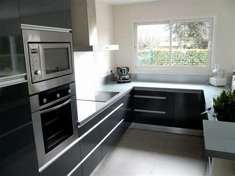 cuisine equipee noir  gris cuisine en image