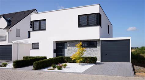Garage Neben Haus Bauen by Die Garage Fertigbau Oder Selber Bauen Gvb Hausinfo