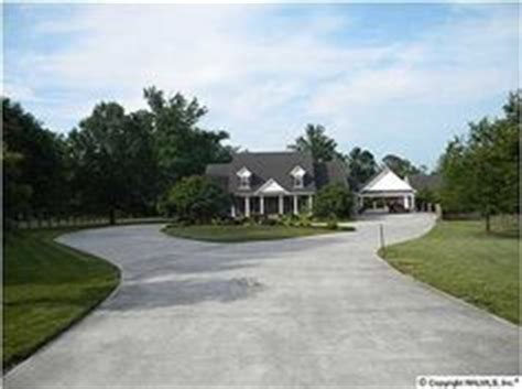 driveway roundabout ideas 1000 images about driveway ideas on pinterest circular driveway circle driveway and driveways