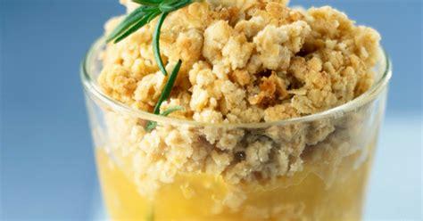dessert noel cyril lignac crumble aux pommes recette du chef cyril lignac