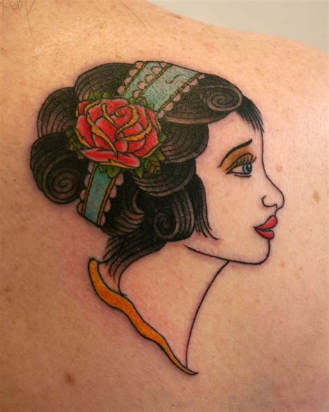 Tatouage Vintage Femme