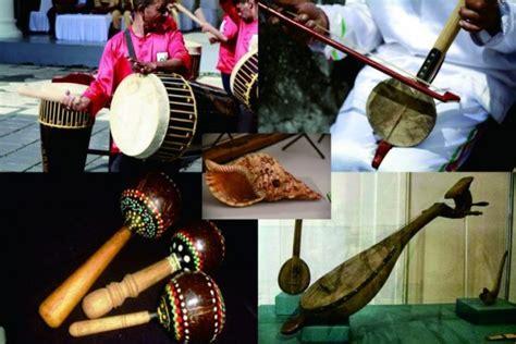 Musik tradisional adalah musik atau seni suara yang berasal dari berbagai daerah, dalam hal ini di indonesia. Seni Musik Tradisional : Pengertian, fungsi, alat musik,ciri musik tradisional