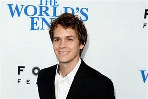 Johnny Simmons 2013 Pictures, Photos & Images - Zimbio