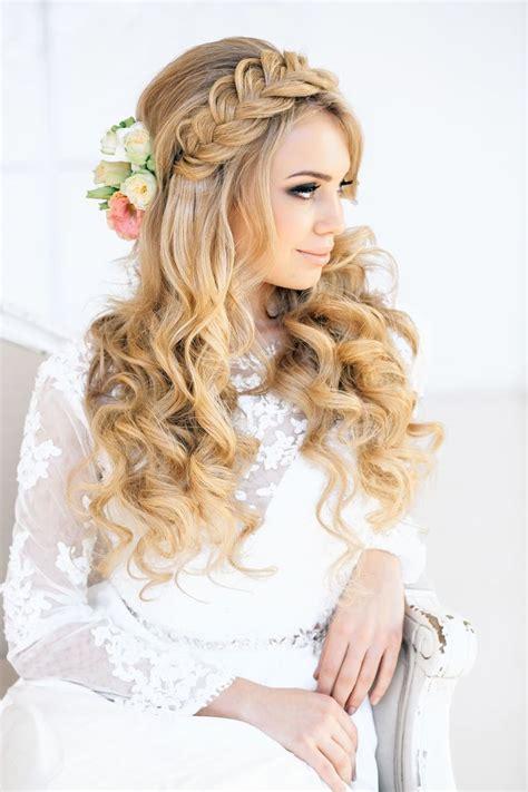 romantic braid and curls via elstile ru the merry bride