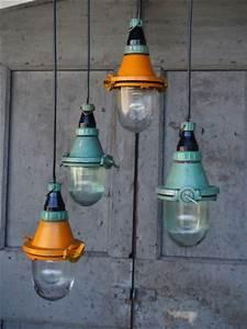 Lampe Suspension Industrielle : lampe verte industrielle suspension verre ~ Dallasstarsshop.com Idées de Décoration