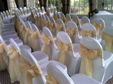 choosing wedding chair covers and sashes