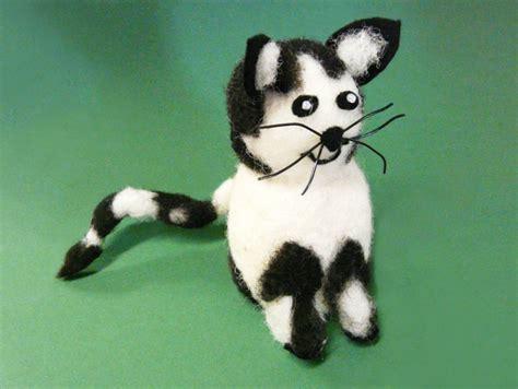 mit filzwolle eine schoene katze basteln