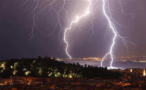 orages  departements places en vigilance orange par