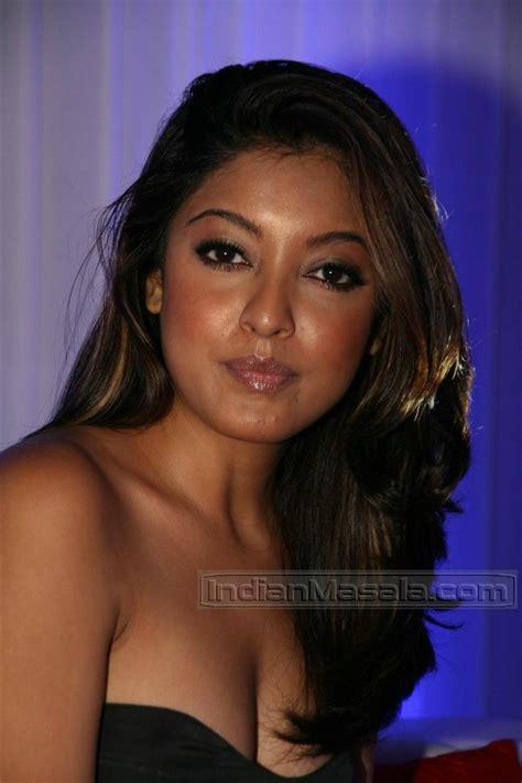 wallpaper world tanushree dutta hot cleavage   lakme