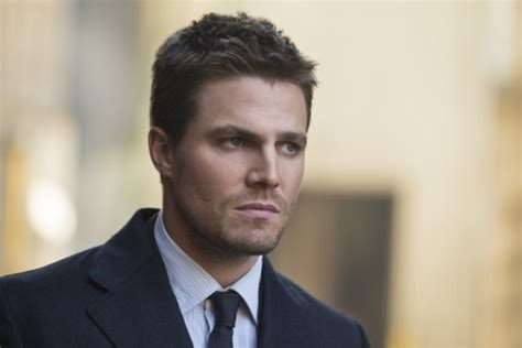 Arrow Star Stephen Amell Releases 15-minute Video