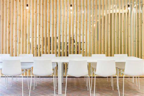 cloisonnement bureau créer des cloisons et habiller les murs avec des tasseaux