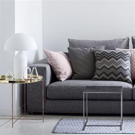 bout canapé 10 idées pour réchauffer coin canapé décoration