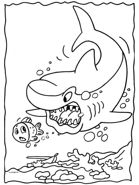 Haai Kleurplaat by Kleurplaat Haai Zit Achter Klein Visje Aan Kleurplaten Nl