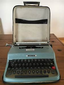 1964 Olivetti Underwood Lettera 32 Blue Manual Portable