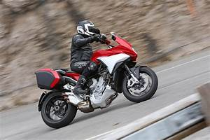 Mv Agusta Turismo Veloce : first ride mv agusta turismo veloce 800 visordown ~ Medecine-chirurgie-esthetiques.com Avis de Voitures