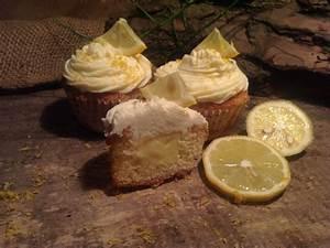 Cupcakes Mit Füllung : leckere cupcakes mit einer f llung aus zitronencreme ~ Watch28wear.com Haus und Dekorationen