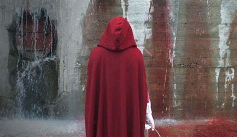 reviews    hulus  handmaids tale