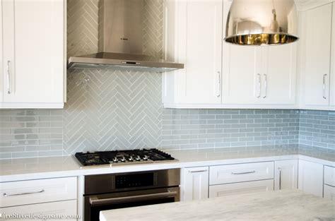 lowes backsplashes for kitchens lowes glass tile backsplash roselawnlutheran