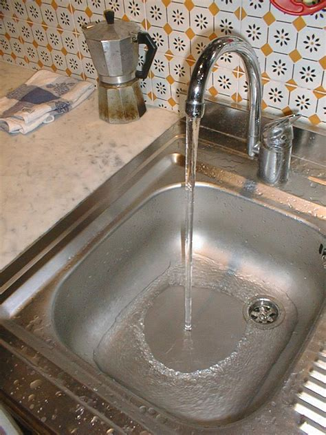 kitchen sink water laminar flow in my sink lucas pereira
