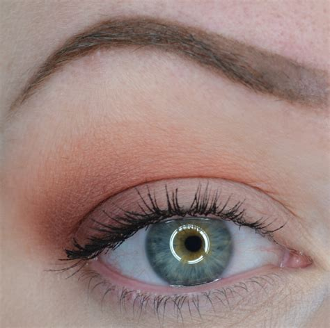 faced  peachy matte eyeshadow palette peach kiss