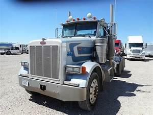 2001 Peterbilt 387 Tandem Axle Day Cab Truck