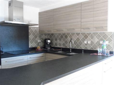 carrelage faience cuisine carrelage gris taupe cuisine salle de bains faïence