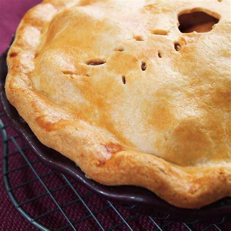 recette pate tarte aux pommes tarte aux pommes classique ricardo