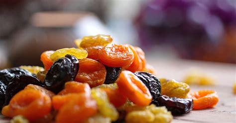 Kā pareizi ēst žāvētus augļus?