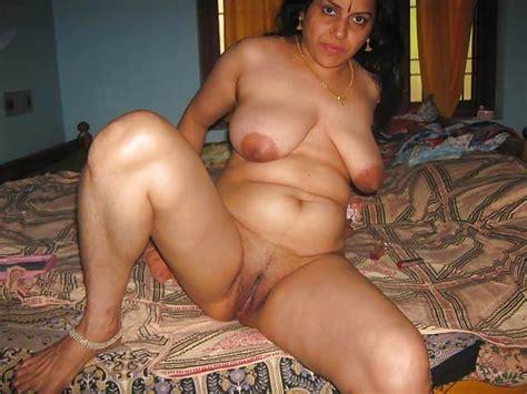 Horny Mallu Nude Tease Stripping Saree For Photos 44
