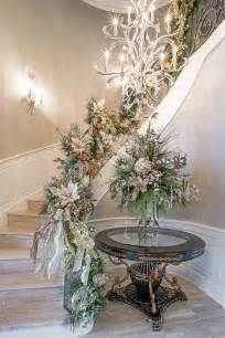 23 gorgeous christmas staircase decorating ideas