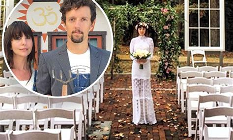 Jason Mraz marries girlfriend Christina Carano in woodland