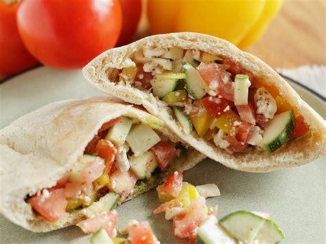 Healthy Recipes: Greek Salad Pita Sandwiches Recipe