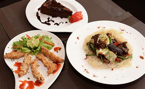 Dealdey  Exquisite 3 Course Meals  Petit Paris