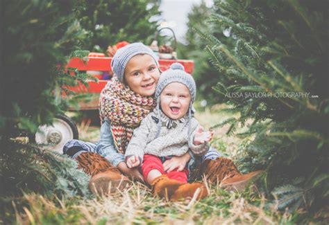 christmas tree farm family shoot by alissa saylor