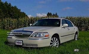 2005 Lincoln Town Car Photos  Informations  Articles