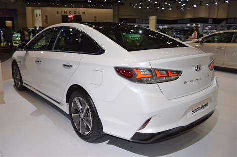 2018 Hyundai Sonata Hybrid Showcased At The 2017 Dubai