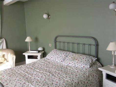 repeindre une chambre en 2 couleurs cheap satinelle vert de gris pour les murs de cette