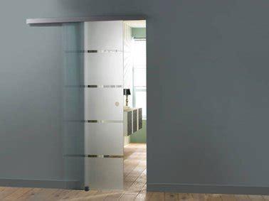 credence en verre transparent cuisine la porte coulissante l 39 astuce gain de place efficace