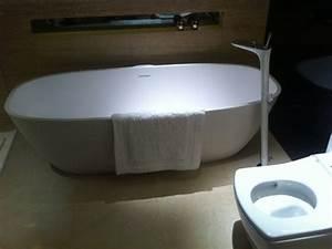 Baignoire A Poser : poser une baignoire maisonapart ~ Edinachiropracticcenter.com Idées de Décoration