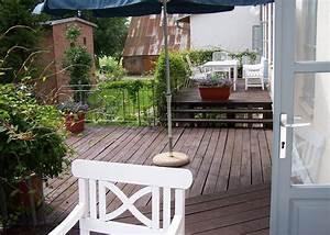 Weißer Kleiderschrank Landhausstil : gartenstuhle gartenm bel im landhausstil in weisser farbe ~ Markanthonyermac.com Haus und Dekorationen